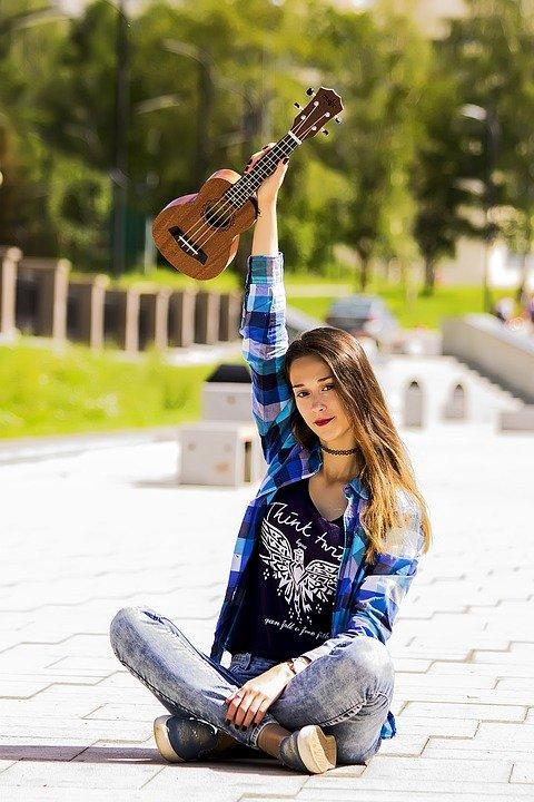 Chica, El Ukelele, Retrato De Una Niña, Hermosa Chica